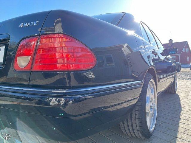 Mercedes-Benz E320 4matic 224hv 19