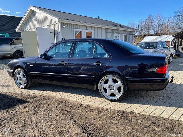 Mercedes-Benz E320 4matic 224hv 21