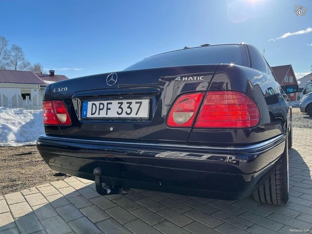 Mercedes-Benz E320 4matic 224hv 22