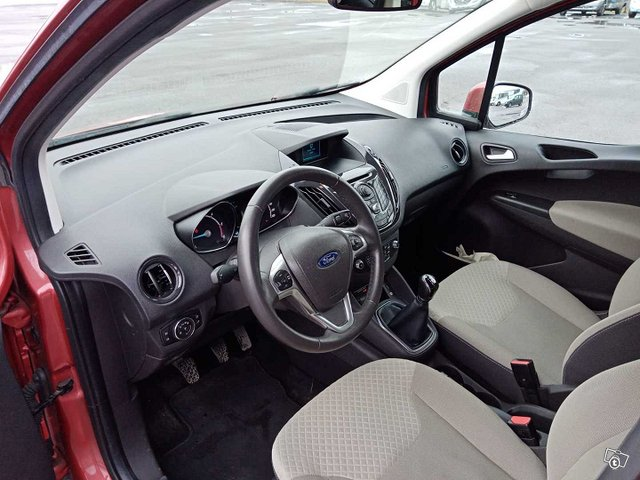 Ford Tourneo Courier 5
