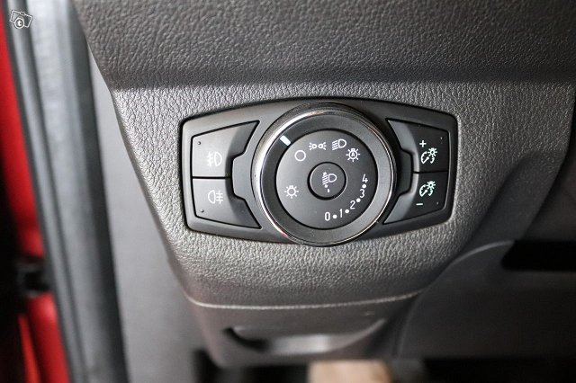 Ford Tourneo Courier 10