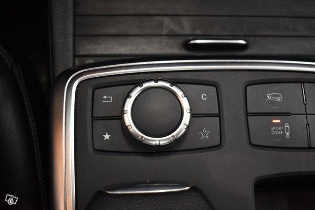 Mercedes-Benz ML 23