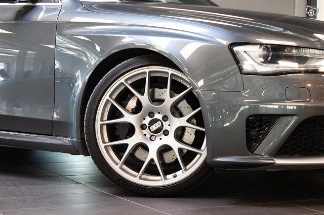 Audi RS4 5
