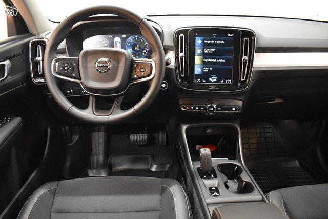 Volvo XC40 12