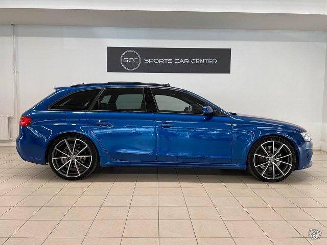 Audi RS4 7
