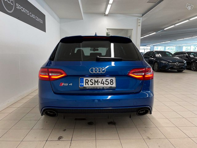 Audi RS4 8