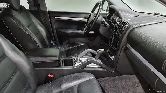 Porsche Cayenne 8