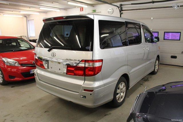 Toyota Alphard 4