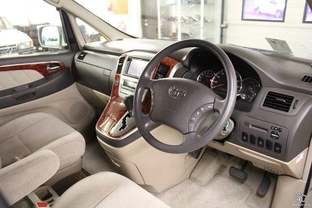 Toyota Alphard 6