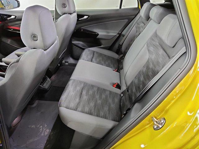 Volkswagen ID.4 8