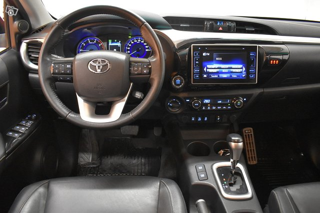 Toyota Hilux 11