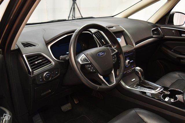 Ford Galaxy 10
