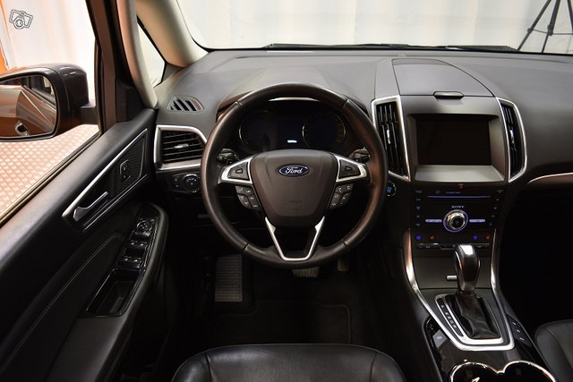Ford Galaxy 18