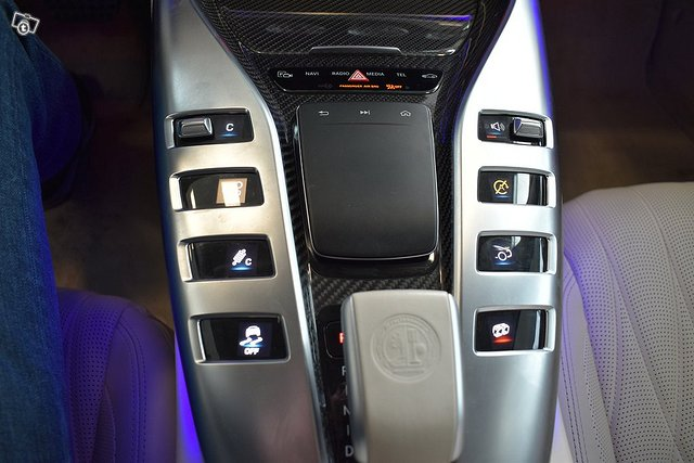 MERCEDES-BENZ AMG GT 10