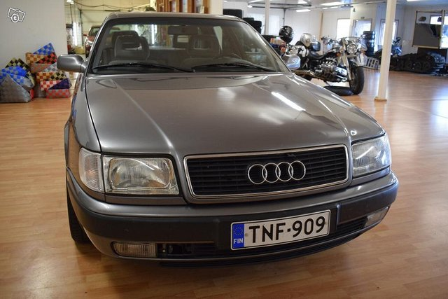 Audi 100 2