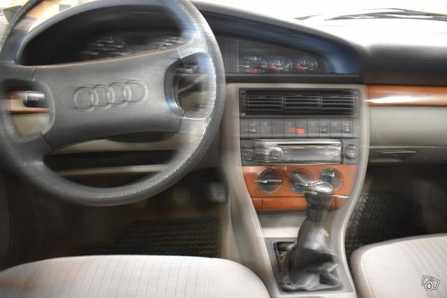 Audi 100 8