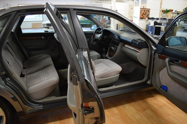 Audi 100 9