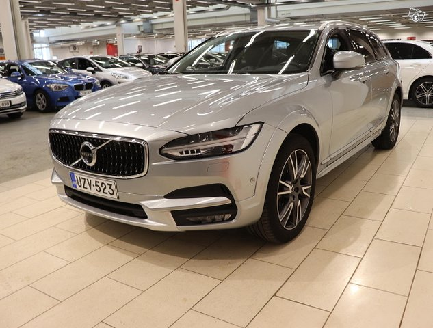 Volvo V90 Cross Country 3