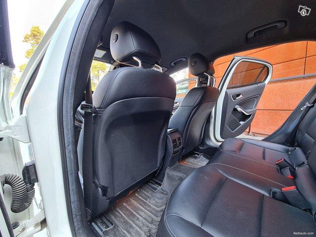 Mercedes-Benz GLA 24
