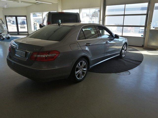 Mercedes-Benz E 220 CDI 11