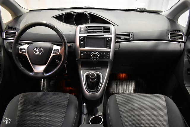 Toyota Verso 12