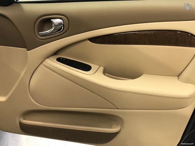 Jaguar S-Type 18