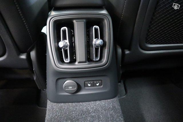 Volvo XC40 10