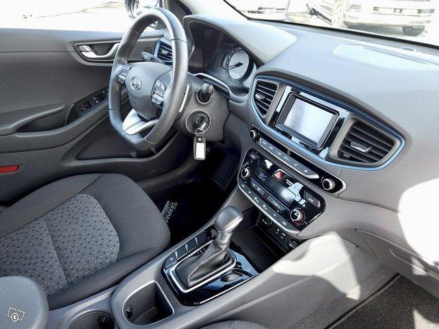 Hyundai Ioniq Plug-In 12