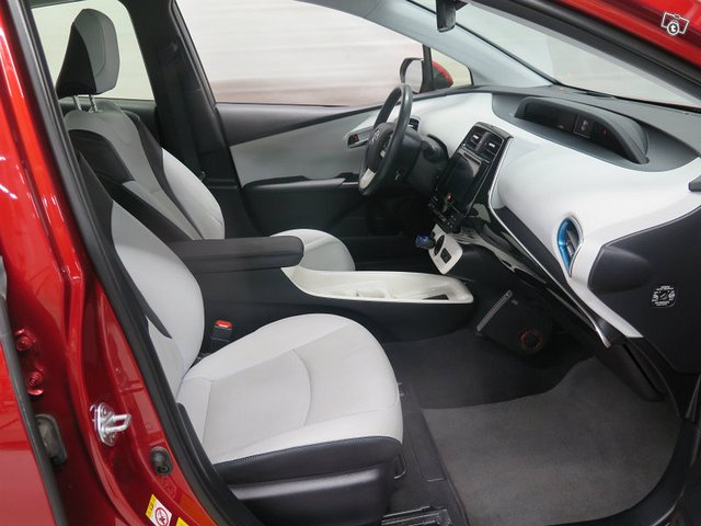 Toyota PRIUS 7