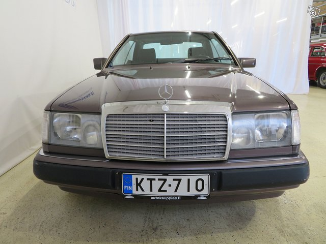 Mercedes-Benz CE 8