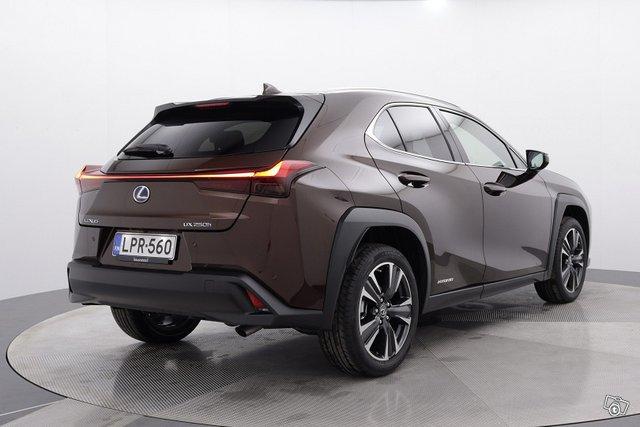 Lexus UX 5