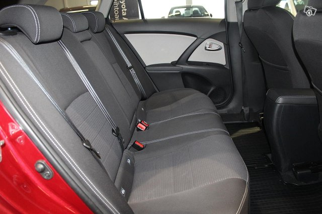 Toyota AVENSIS 8