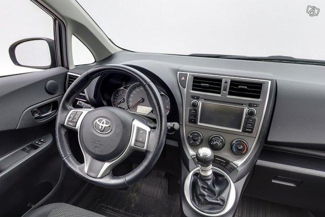 Toyota Verso-S 10