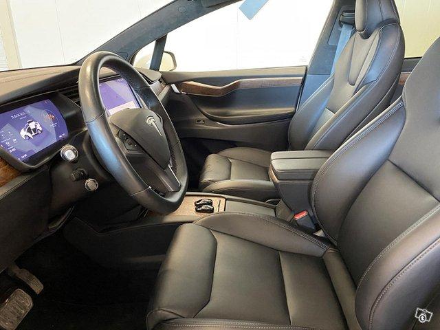 Tesla Model X 7