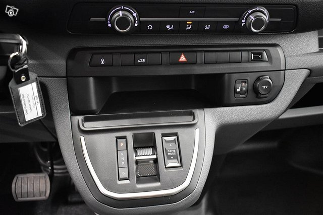 Opel Vivaro-e 9