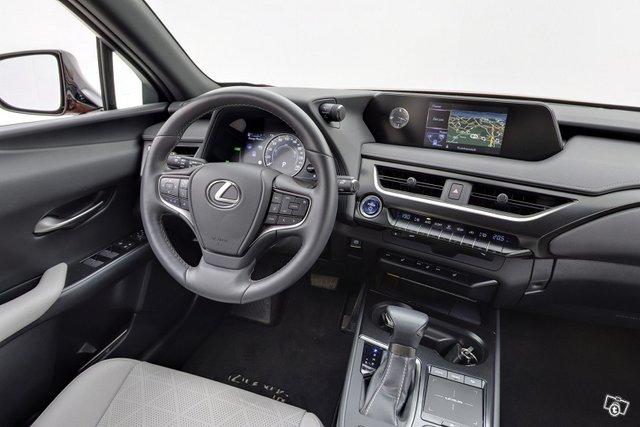 Lexus UX 10