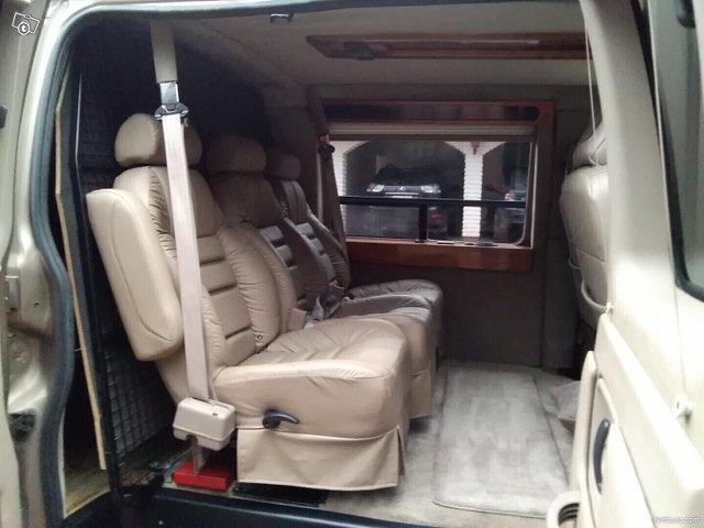 Chevrolet Express 9
