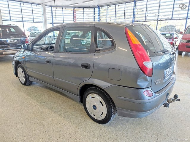 Nissan Almera Tino 3