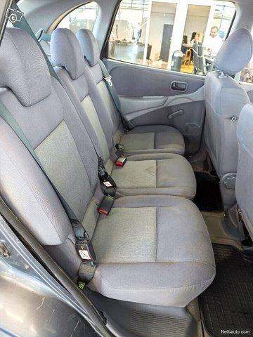 Nissan Almera Tino 13