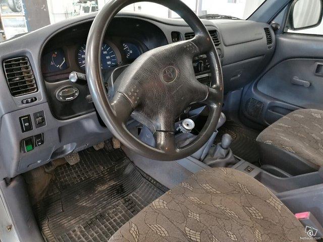 Toyota Hilux 16