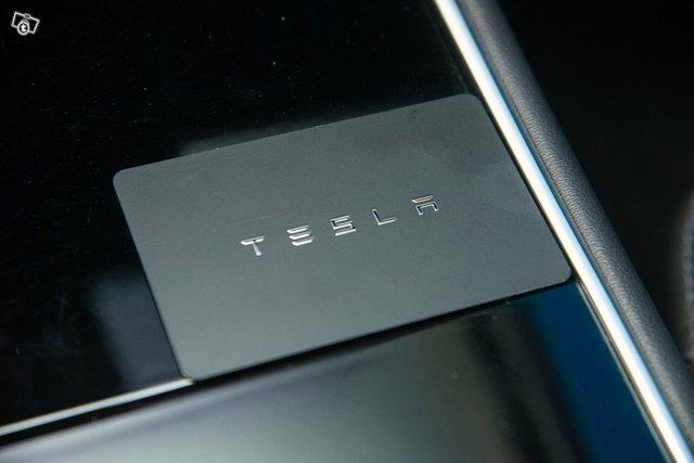 Tesla Model 3 20