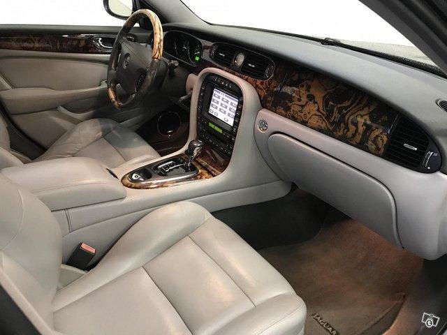 Jaguar XJR 7