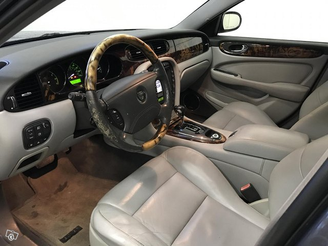 Jaguar XJR 8