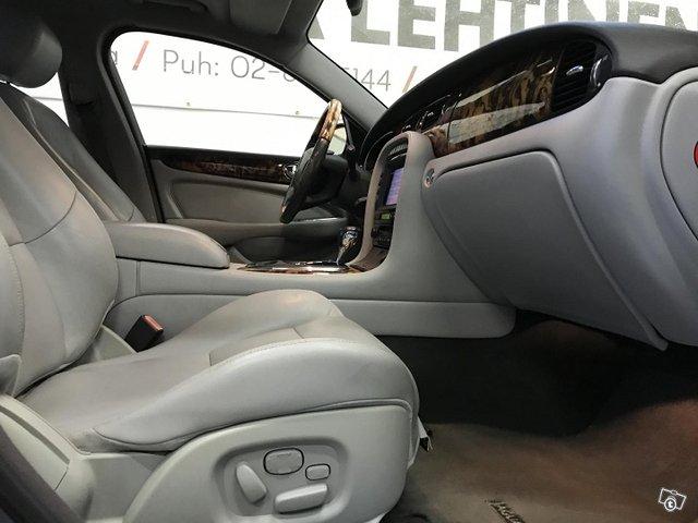 Jaguar XJR 9