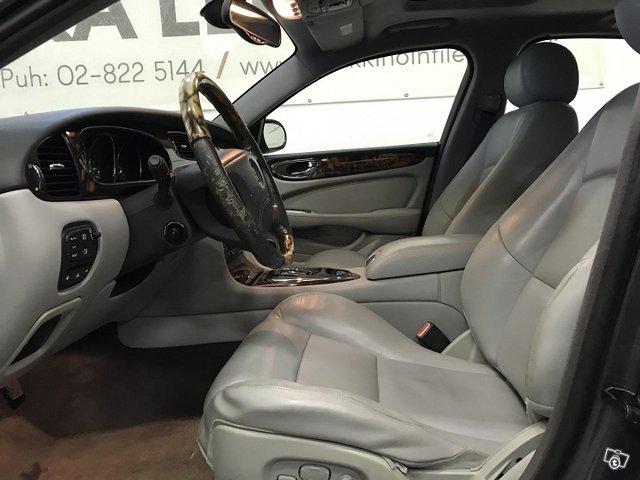 Jaguar XJR 10