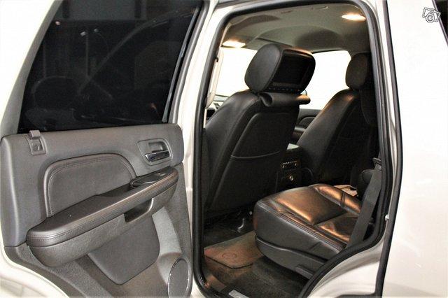 Cadillac Escalade 10