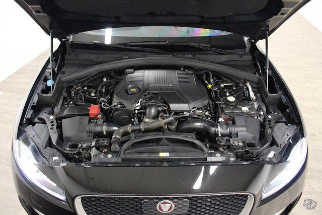 Jaguar F-Pace 10