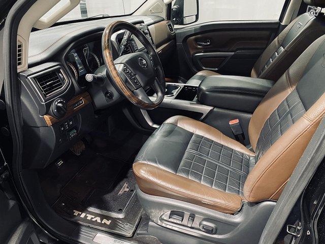 Nissan Titan 5