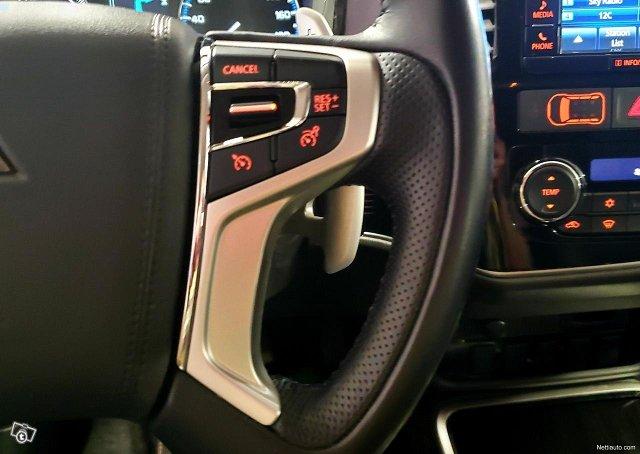Mitsubishi Outlander PHEV 14