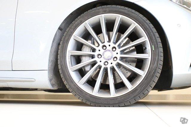 Mercedes-Benz S 12